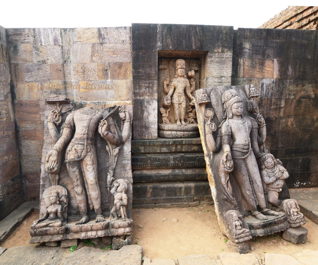 B_Statues